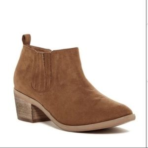 Melrose And Market 9.5 Brown Josie Ankle Booties